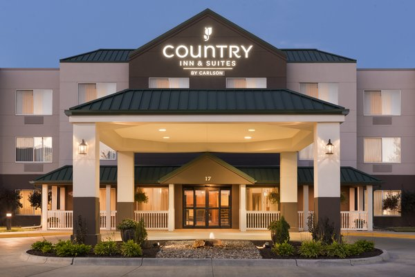 Country Inn & Suites - Council Bluff
